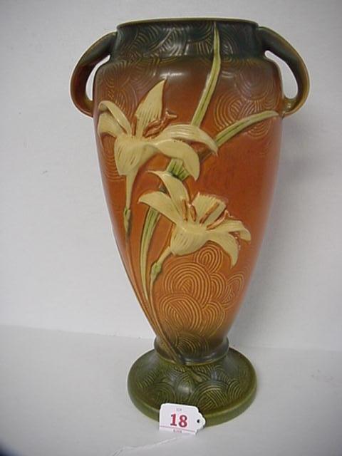 18: ROSEVILLE ZEPHYR LILY 1940 Tan Double Handle Vase