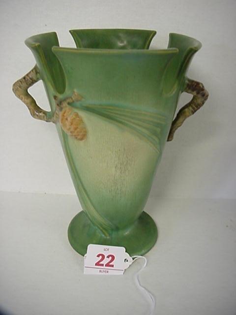 22: ROSEVILLE Pinecone 1931 Green Vase 843-8