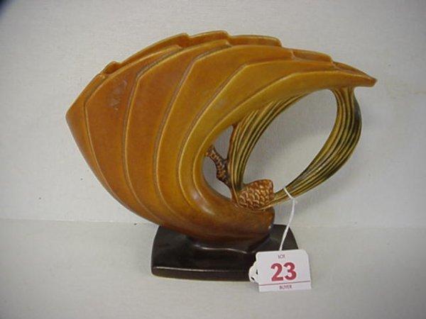 23: ROSEVILLE Pinecone 1931 Brown Fan Vase 472-6: