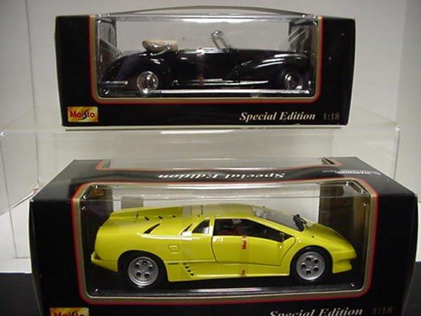 1018: Lamborghini Dialbo and Benz 300S: