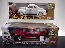 1067: 2 Diecast Metal 1/18 Scale Model Cars: