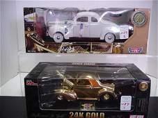 1137: 2 Diecast Metal 1/18 Scale Model Cars:
