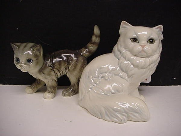 424: Goebel Standing Gray Cat and Seated White Cat: