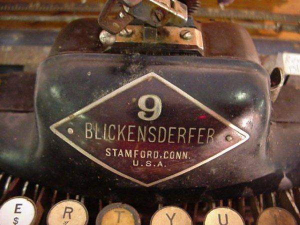 4: BLICKENSDERFER Model 9 Portable Typewriter: - 2