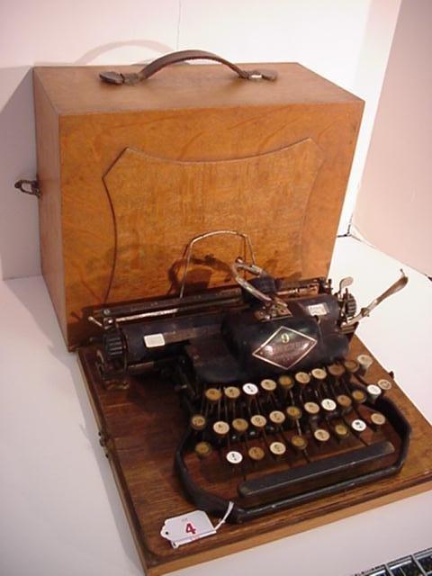 4: BLICKENSDERFER Model 9 Portable Typewriter: - 3