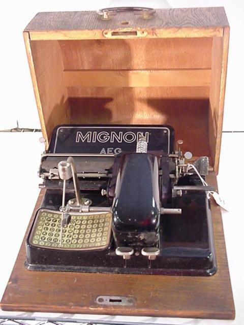 14: MIGNON AEG Stylus Indicator Portable Typewriter:
