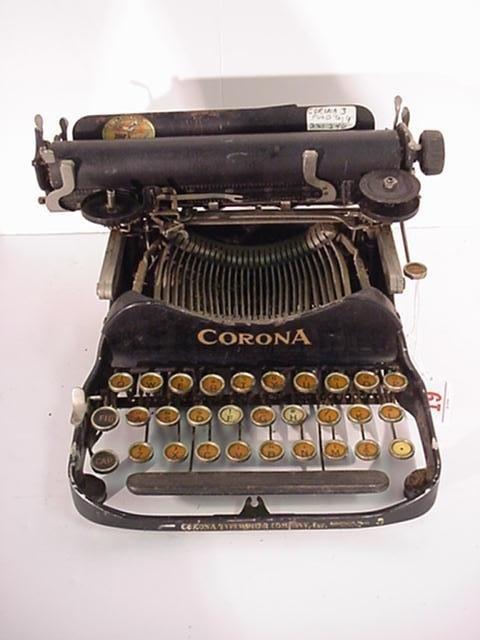 19: CORONA Folding Model 3 Portable Typewriter: