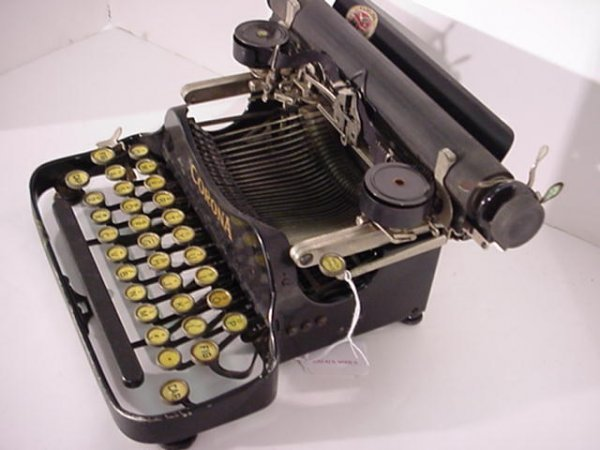 22: CORONA Folding Portable Typewriter: - 3