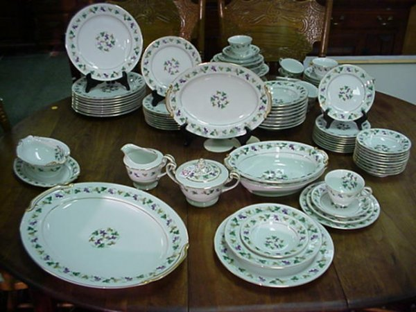 423: 82 Piece Set of Noritake Grape Pattern Dinnerware: