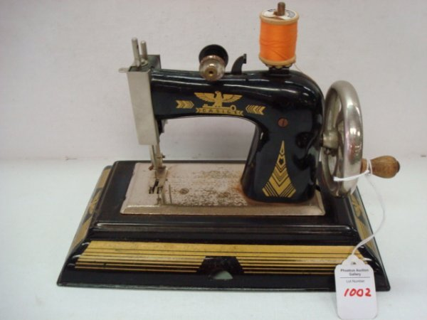 1002: Vintage CASIGE Child's Miniature Sewing Machine: