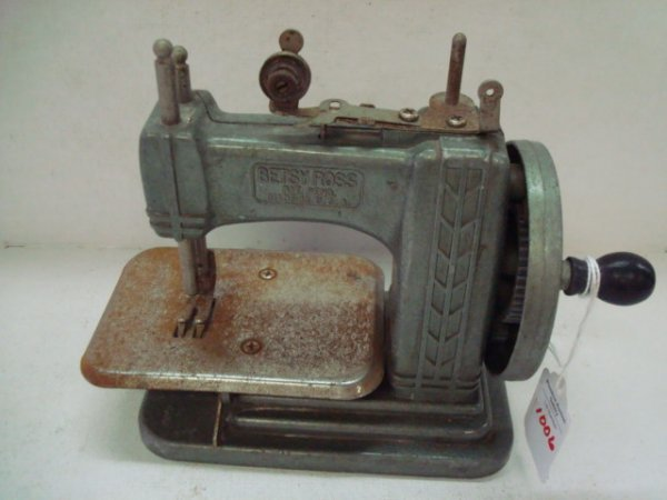 1006: Vintage SEWMATE Betsy Ross Child's Sewing Machine