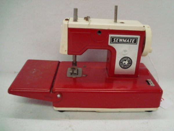 1007: Vintage SEWMATE Childs Tin Sewing Machine: