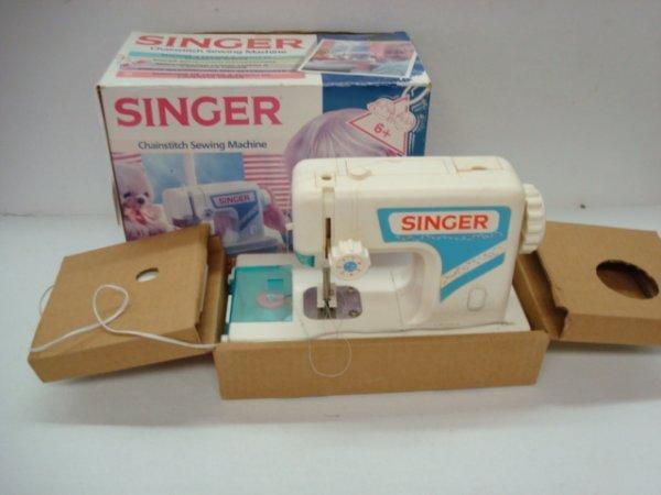 1010: SINGER Chain stitch Sewing Machine for Girls: