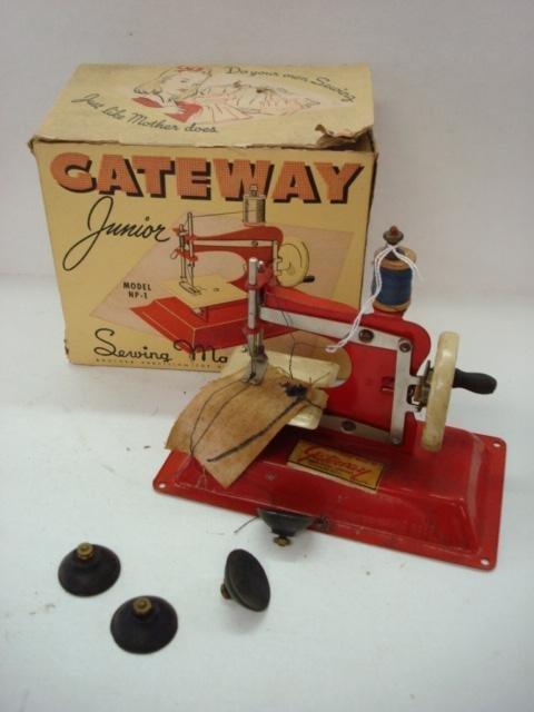 1015: GATEWAY JUNIOR Model NP-1 Child's Sewing Machine: