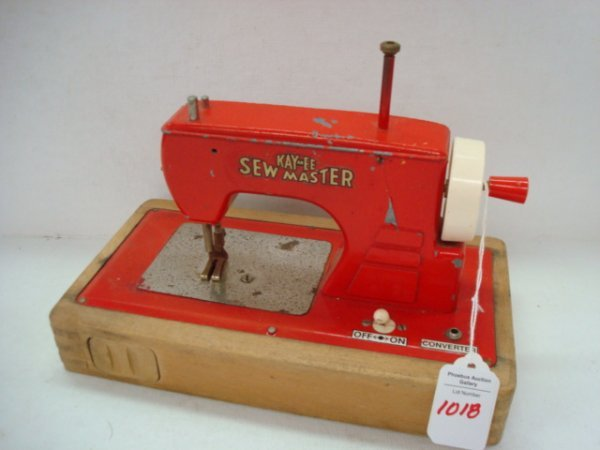 1018: Child's Toy KAYanEE SEW MASTER Sewing Machine: