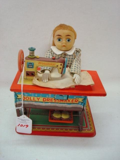 1019: DOLLY DRESSMAKER Tin Litho Toy Sewing Machine: