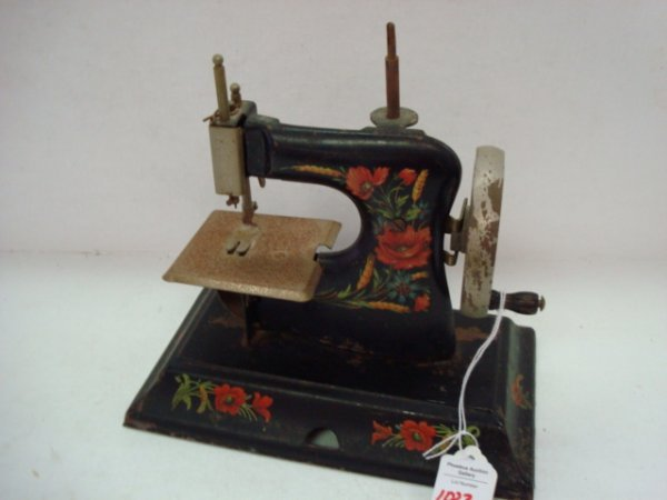 1023: Vintage Tin with Decal Toy Sewing Machine: