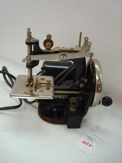 1024: SINGER Electric Child's Miniature Sewing Machine: