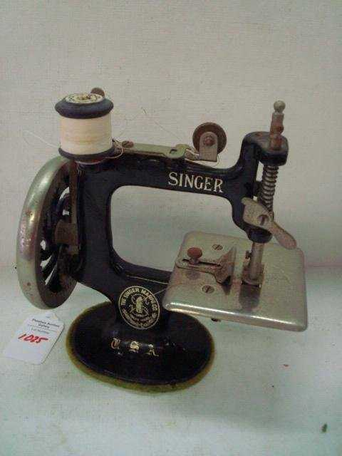 40 SINGER Child's Miniature Sewing Machine Best Miniature Singer Sewing Machine