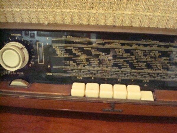 1501: SIEMENS Multi Band Vintage Radio: - 2