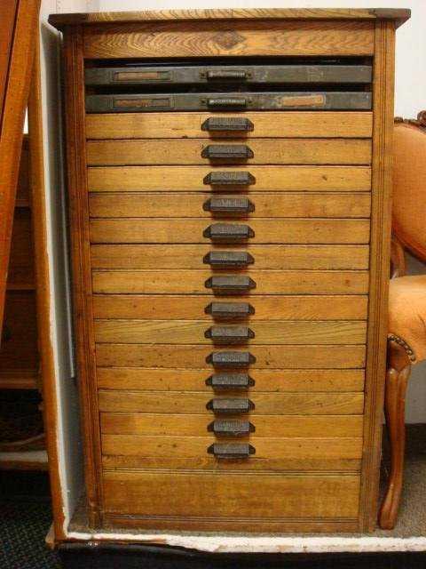 - 439: HAMILTON MGF Oak 16 Drawer Printers Cabinet W/Lett
