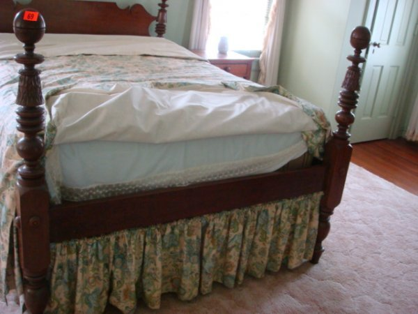 477: Walnut Cannonball Double Poster Bed with Rails: - 5