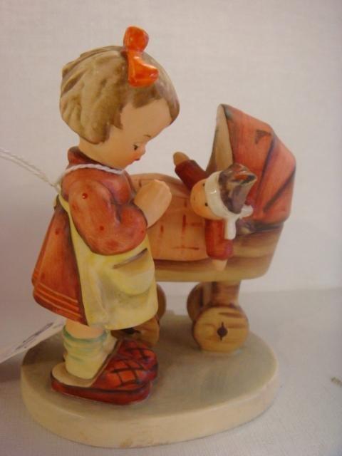 1005: HUMMEL #67 TMK-3 Doll Mother:
