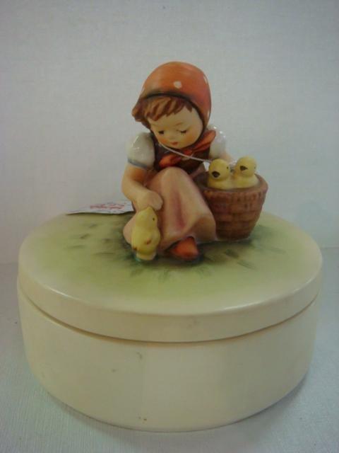 1022: HUMMEL #III/57 Chick Girl TMK-6 Candy Box:
