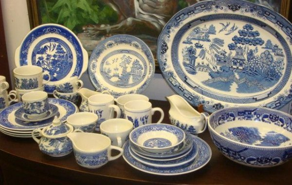 21: 34 Pieces of Assorted Makers Blue Willow China:
