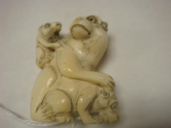 18: Carved Ivory 3 Monkey Japanese Netsuke: