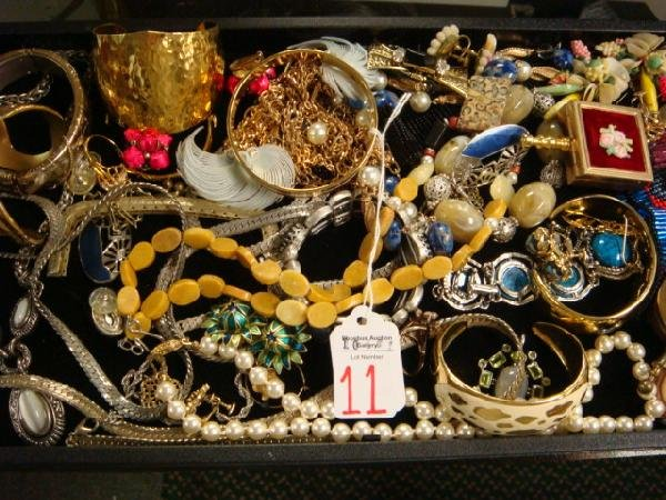 11: Collection of Vintage Costume and Fashion Jewelry: