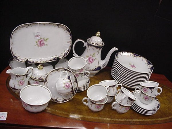 1127: Bavarian Wunsiedel Porcelain Tea Set: R