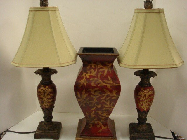 15: Pair of Decorator Table Lamps and Wooden Vase: