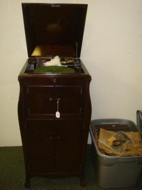 15: Floor Model VICTOR TALKING MACHINE and Records: