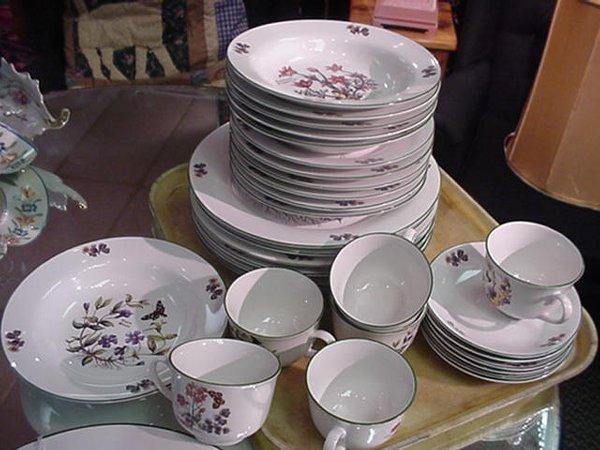 1218: Royal Cuthbertson Floral Dinnerware: 3