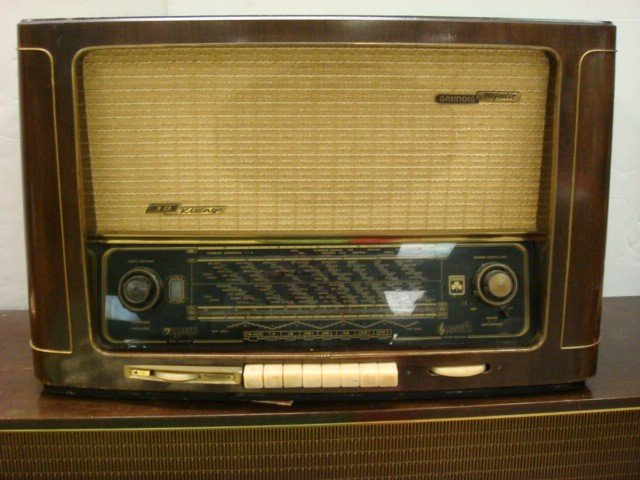 18: GRUNDIG MAJESTIC KLANG Table Top Radio: