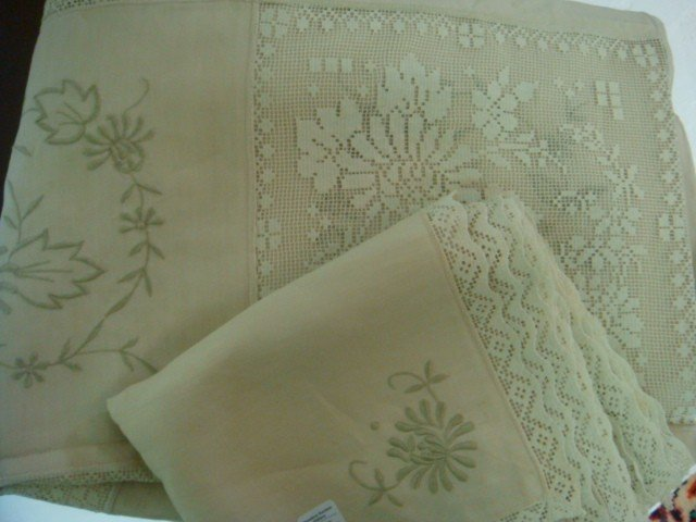 102: Floral Embroidered Linen Ecru Table Cloth, 12 Napk