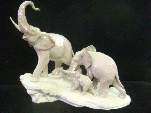 5: LLADRO Large Ceramic Elephant Trio.