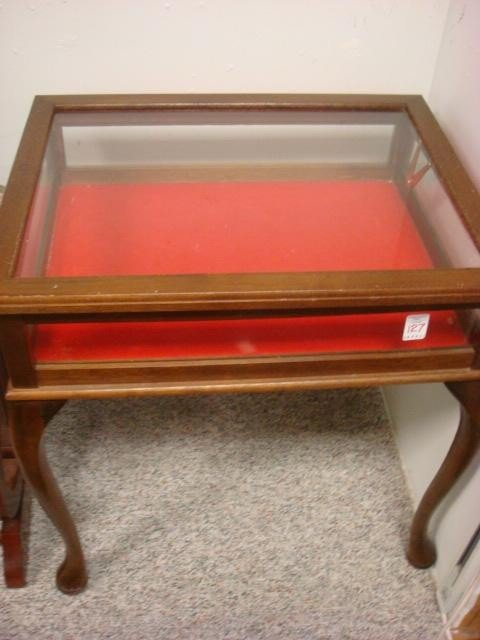 127: Mahogany Queen Anne Glass Display Table: - 2