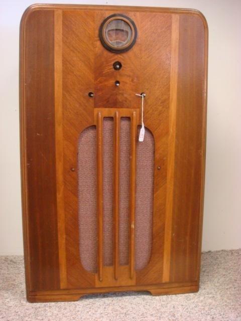 263: Oak Case PHILCO Deco Console Radio, Model 37-620: