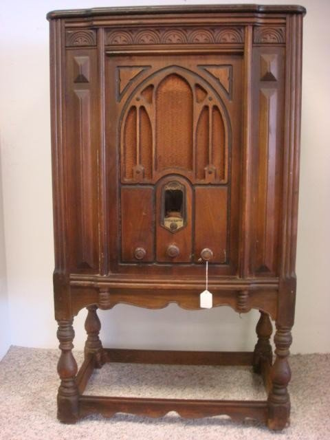 266: 1932 GE Console Oak Case Radio, Phonograph J-88