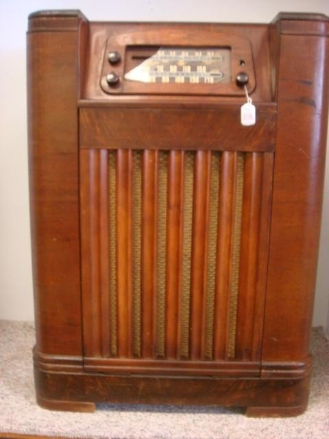 267: PHILCO Oak Case Multi-Band Floor Model 46-1226 Rad