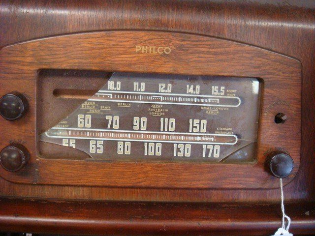 267: PHILCO Oak Case Multi-Band Floor Model 46-1226 Rad - 2