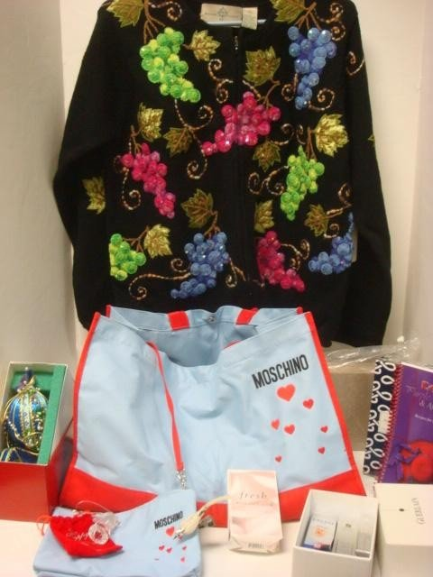 171: MOSCHINO Tote Bag With Cosmetics and Gifts: