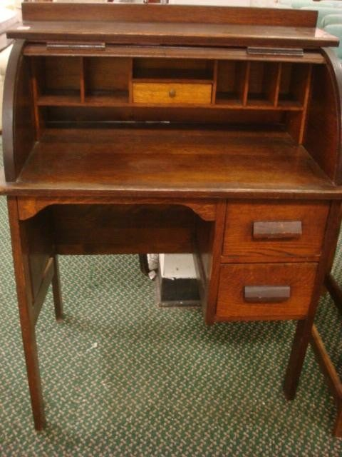 207: PARIS MFG Co.#640 Childs Oak Rolltop Desk with Cha