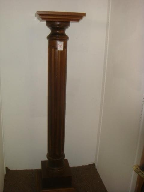 213: Mahogany Reeded Display Column:
