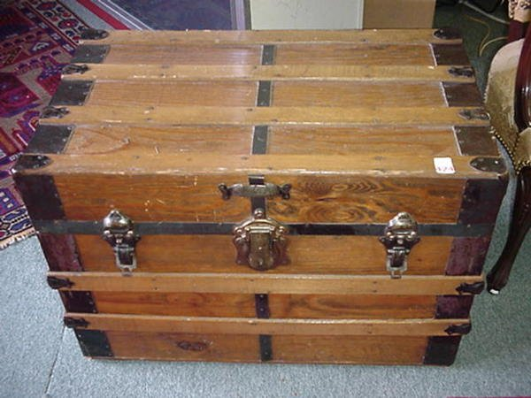 424: Classic Flat Top Trunk with Metal Staves: