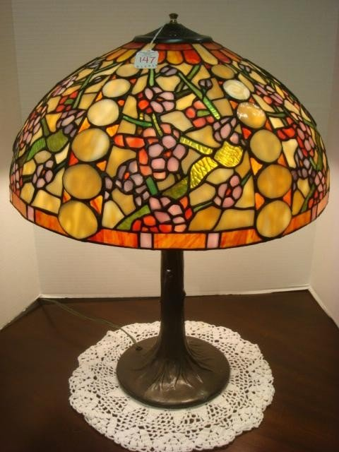 147: Metal Base Table Lamp with Stained Glass Shade: