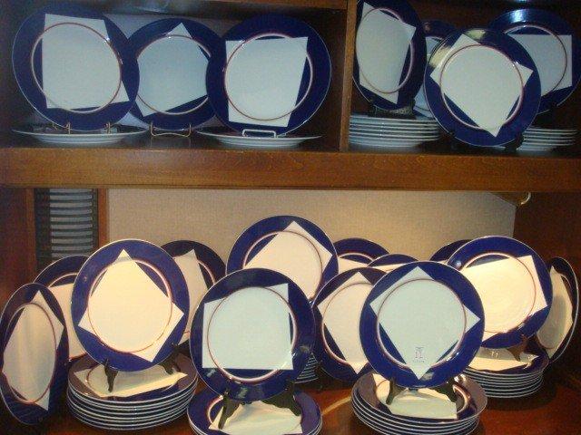 11: Seventy VILLEROY & BOCH Dinner Plates: