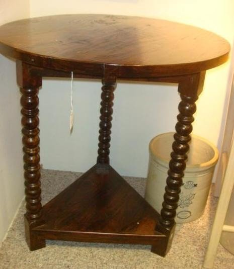 164: Two Tiered Mahogany Traditional Style Accent Table